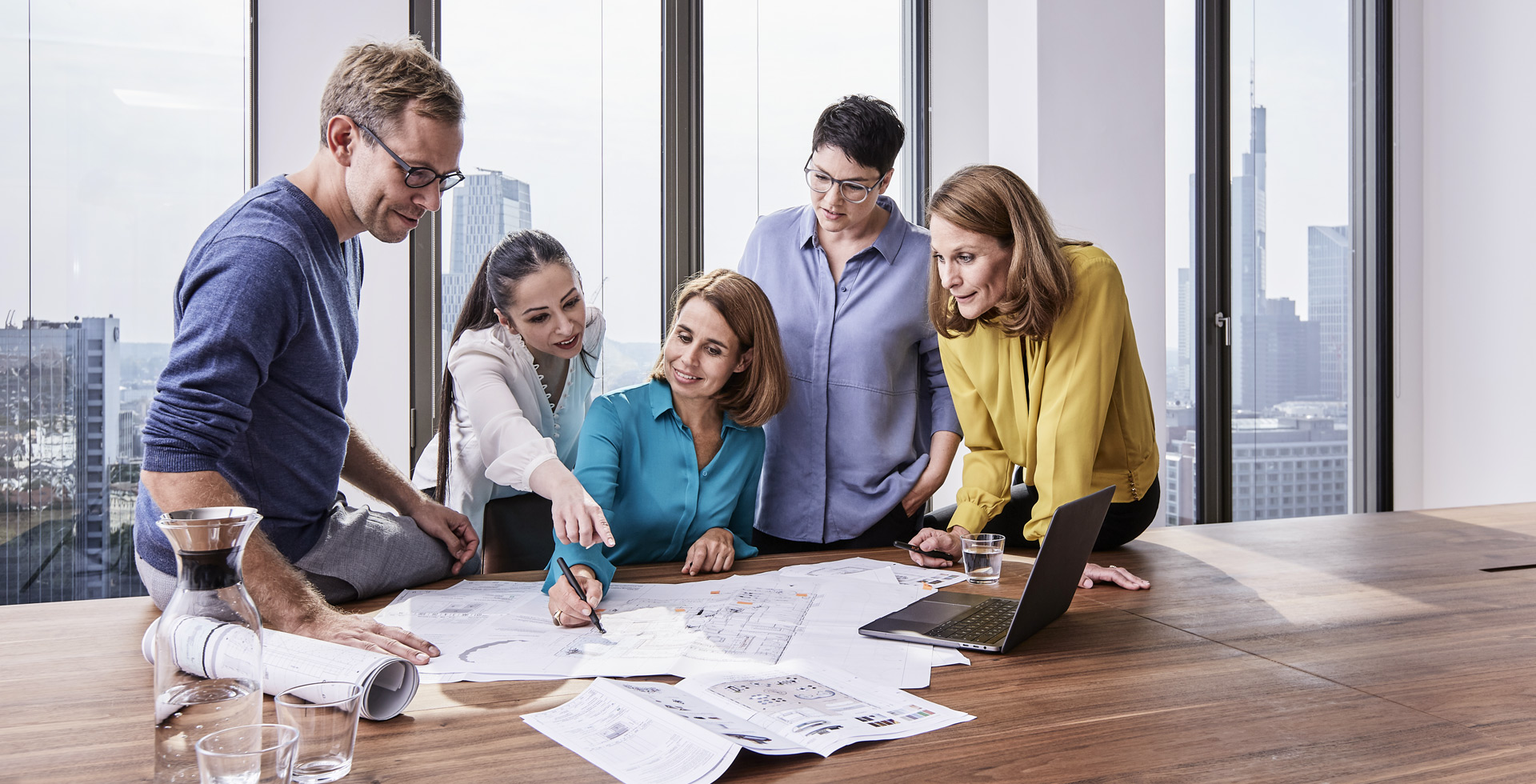 Wir koordinieren sämtliche Leistungsschritte in einer Bauphase und sind persönlicher Ansprechpartner für unsere Kunden.
